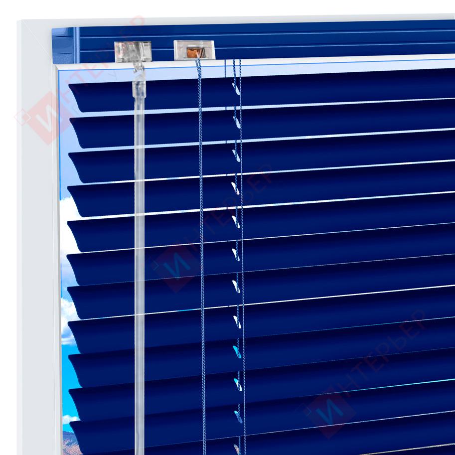 Горизонтальные алюминиевые жалюзи на пластиковые окна - цвет кобальтово-синий
