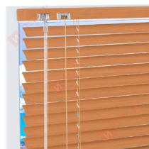 Горизонтальные алюминиевые жалюзи на пластиковые окна - цвет коричнево-бежевый