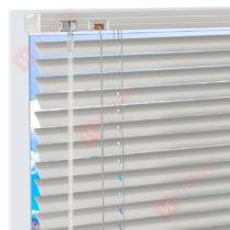 Горизонтальные алюминиевые жалюзи на пластиковые окна - цвет светло-серый